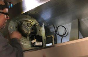 Démontage du moteur de hotte aspirante