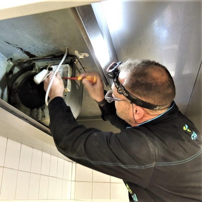 Démontage moteur -Dégraissage Hotte complet - France Hygiène Ventilation